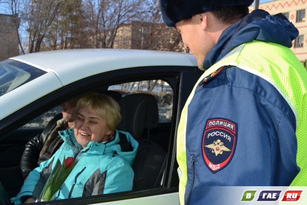 Полицейские поздравили маму погибшего коллеги