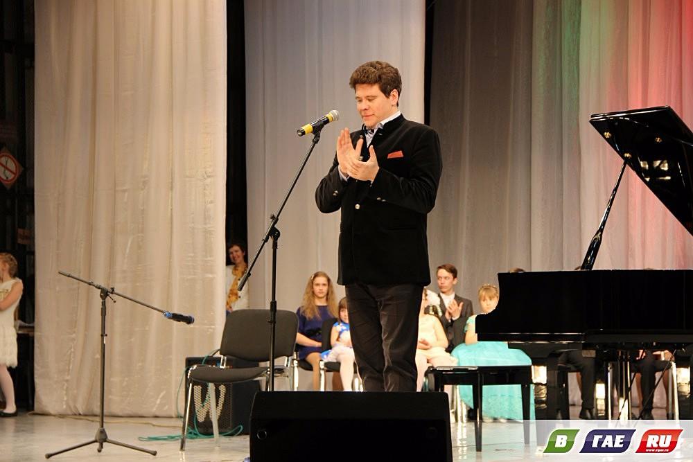 Пианист с мировым именем Денис Мацуев побывал  в Гае
