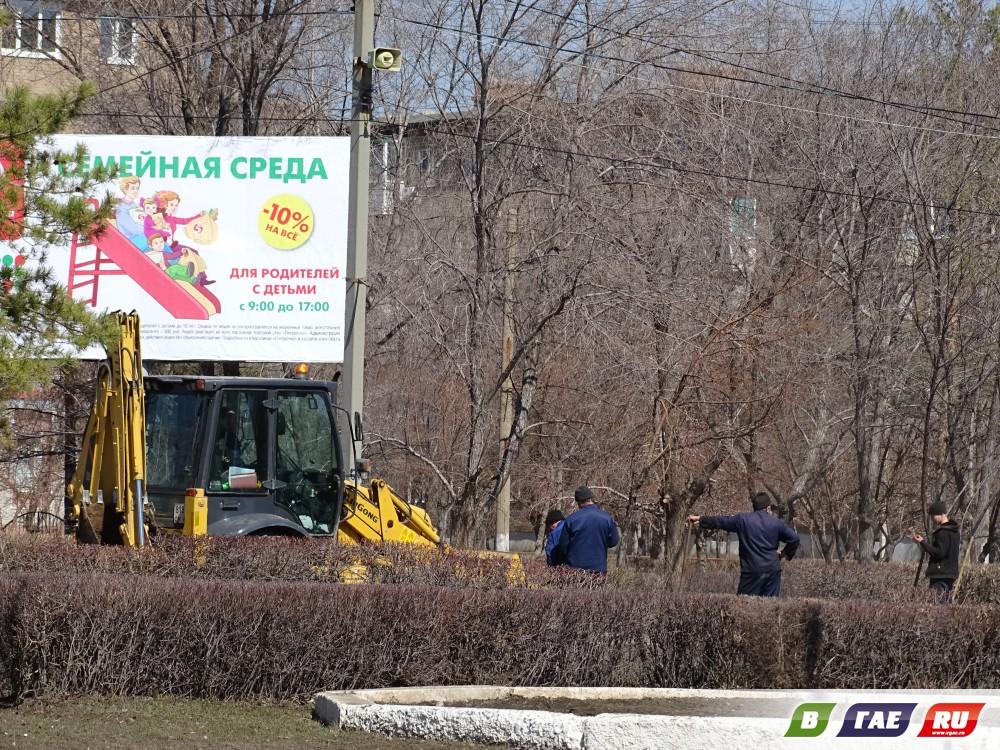 Олег Папунин лично участвовал в субботнике