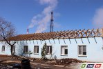 На здании ветлечебницы поднимается крыша