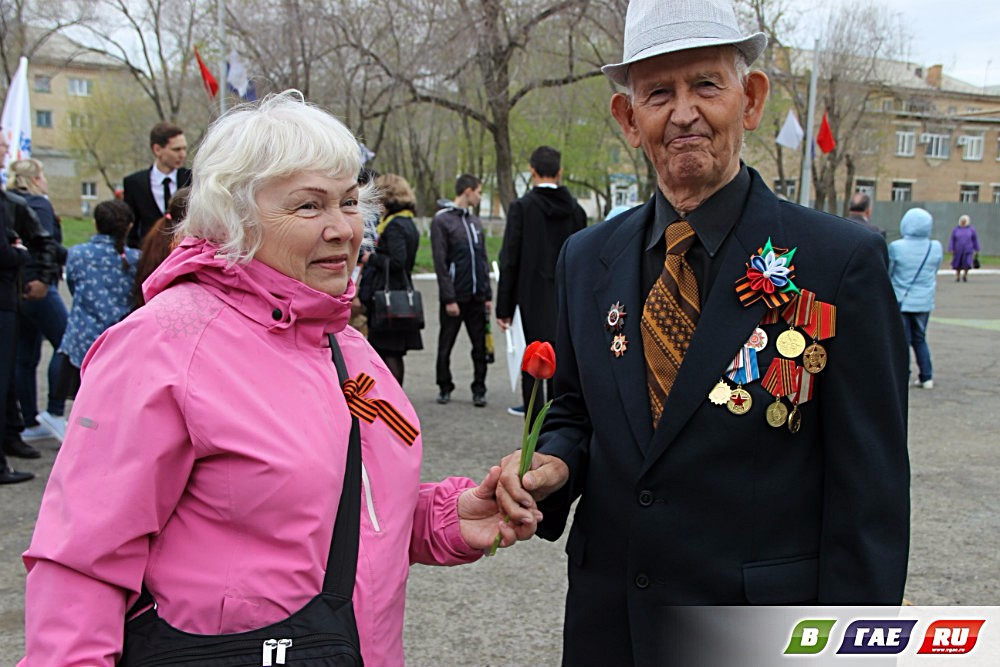 Возложение венков Воину - строителю. Фото и видео