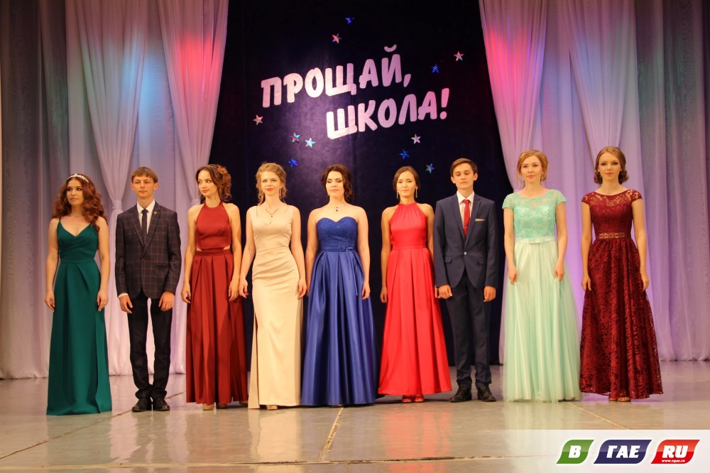 9 медалистов из 30 выдала гимназия. Фото. Видео