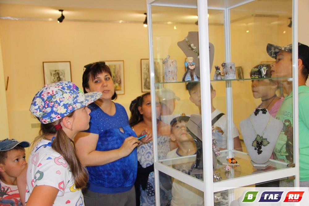 5 авторов представили свое творчество на выставке