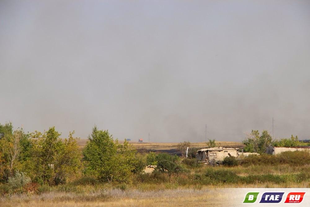 Дома Камейкино спасли от надвигающегося степного пожара