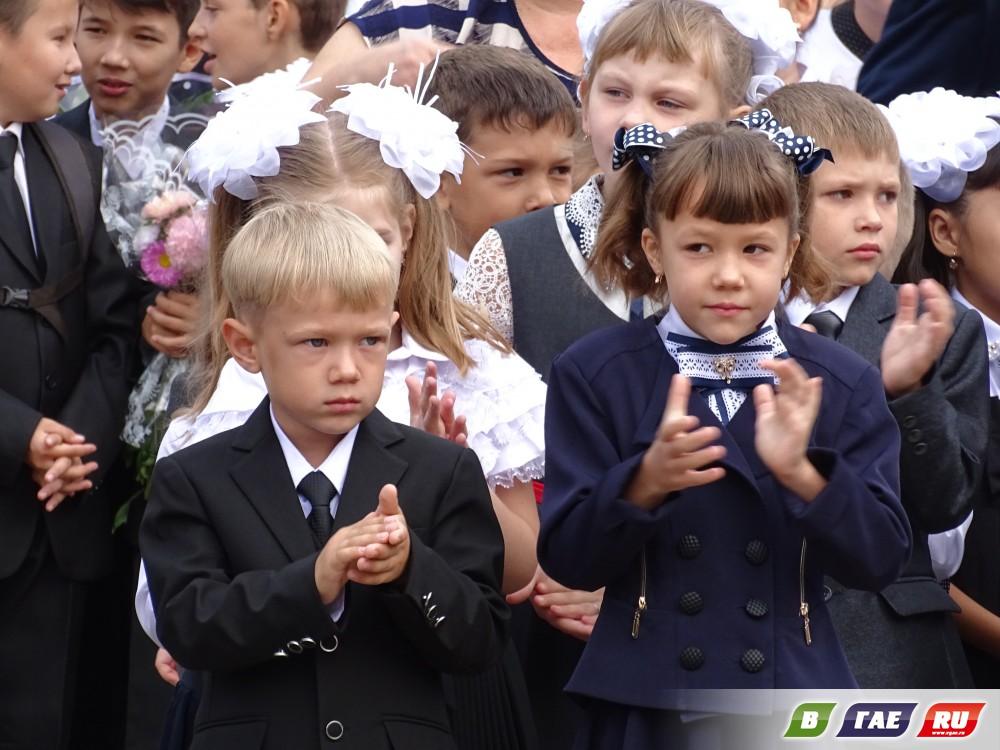 Торжественная линейка в школе № 7