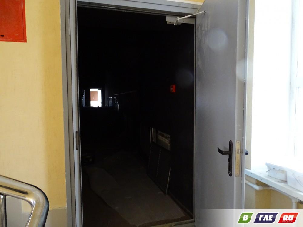 В гайском кинозале появились лифт и сиденья