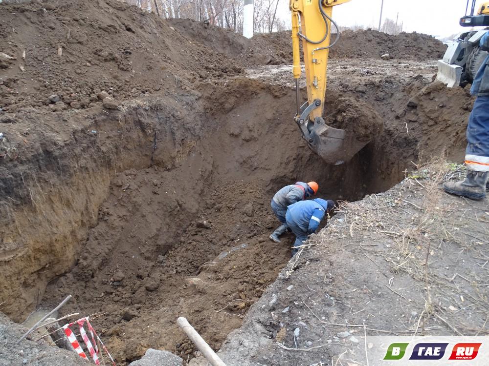 На Орском шоссе снова роют землю
