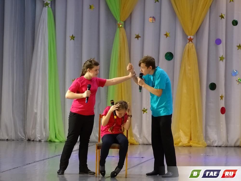 Гайчане посетили стихтакль «Выворот на шиворот»