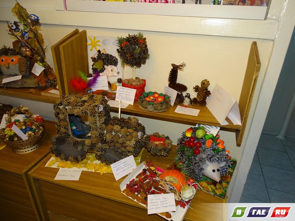 На выставке представлены более ста экспонатов