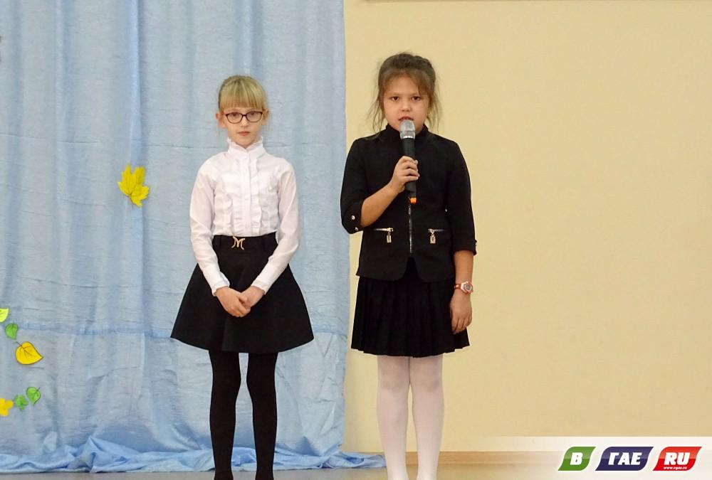 Второклассники провели поздравительное мероприятие «Мама милая моя»
