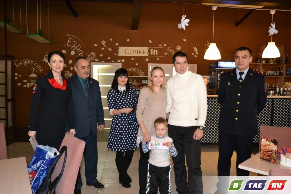 Семья Базловых выиграла детское автокресло! Фотоотчет вручения подарков