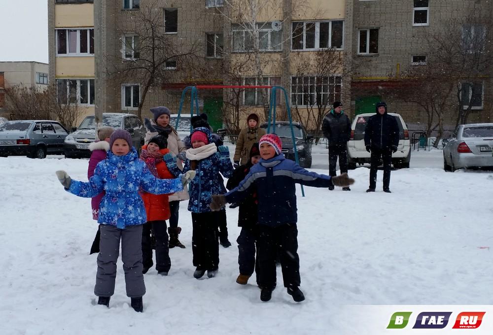 Дети играли, танцевали, веселились
