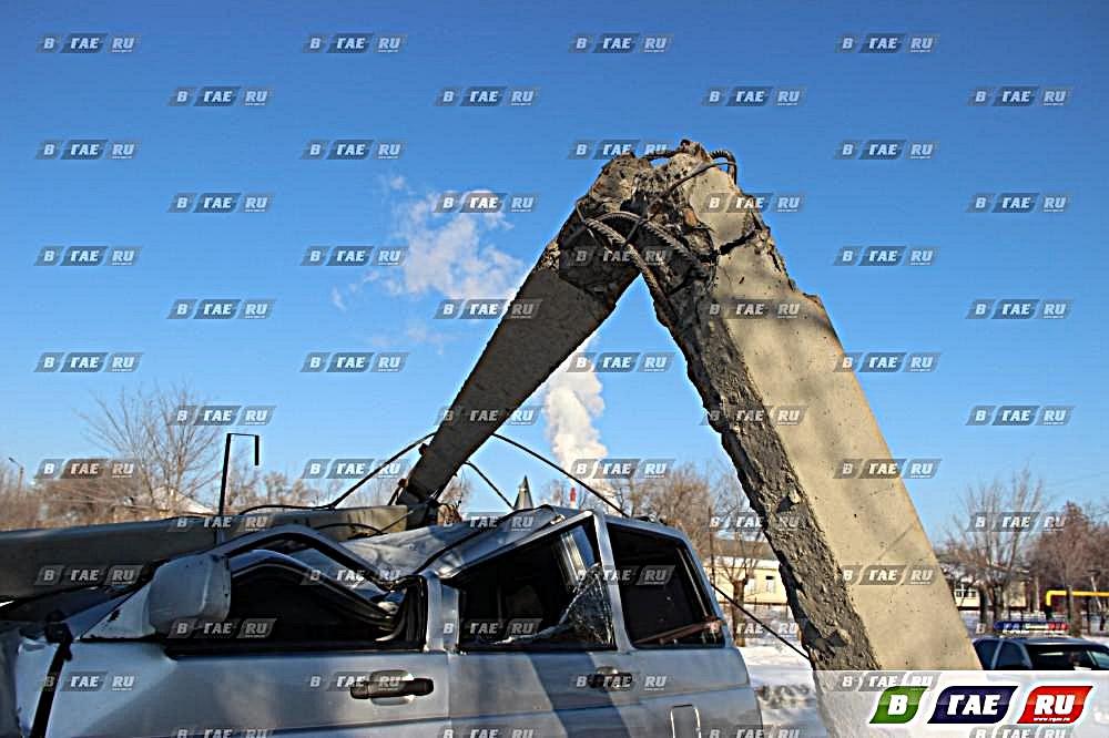 Авария, упал столб. УАЗ Патриот - всмятку