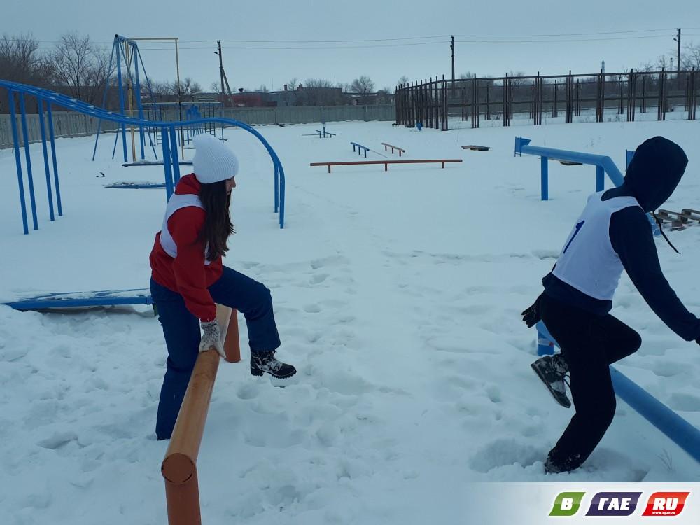 Зимний забег с препятствиями