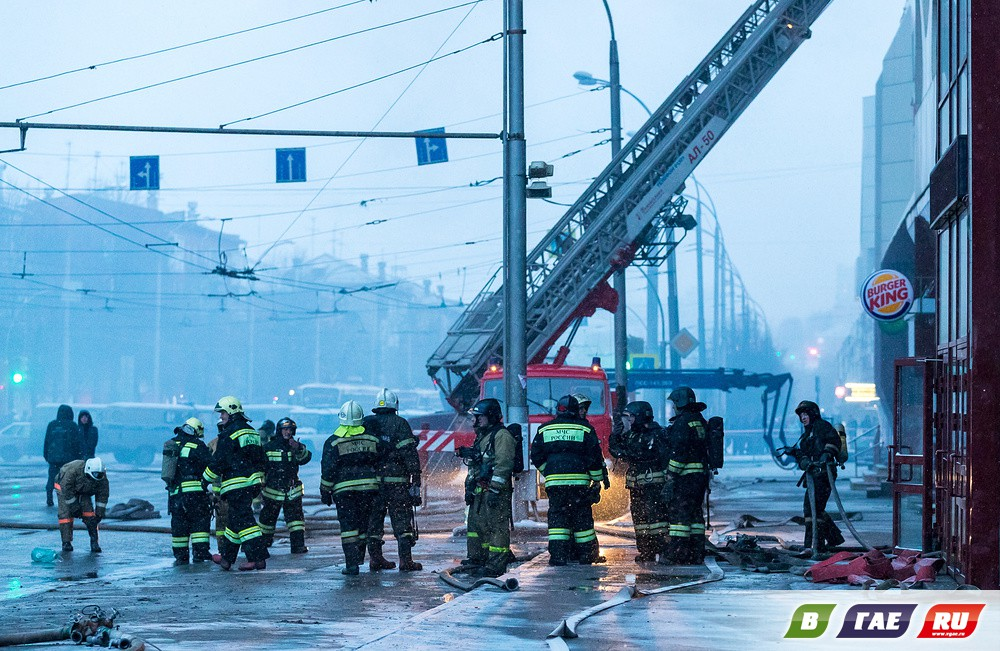 На пожаре ТЦ в Кемерово заживо сгорели 64 человека, в том числе дети