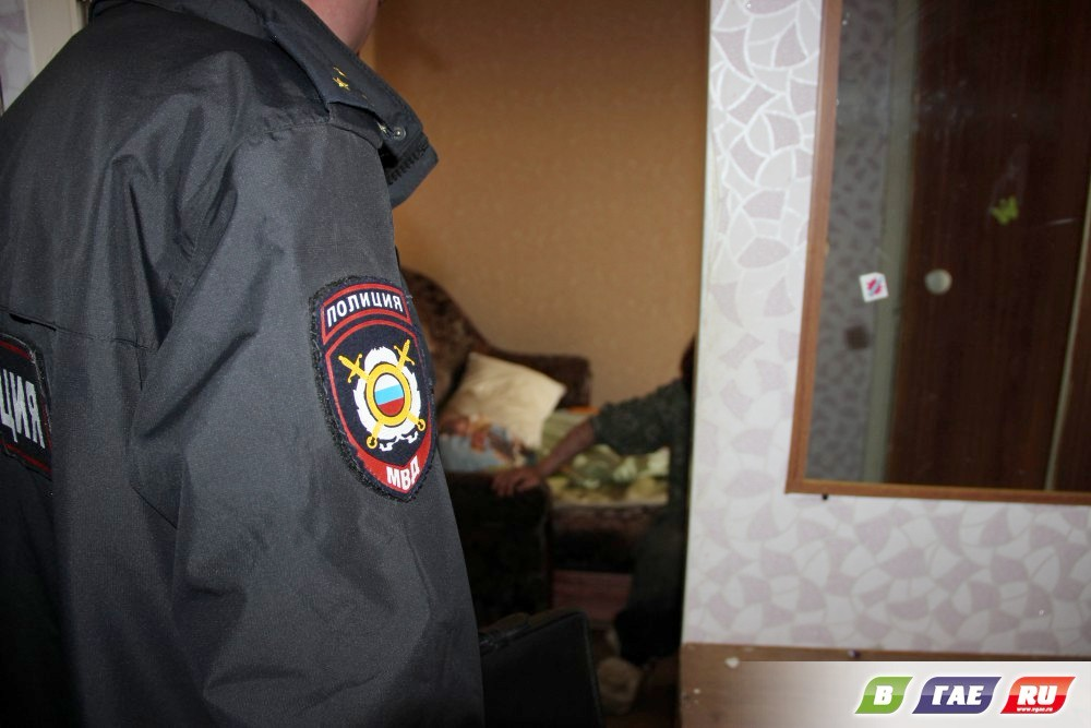 Сотрудники полиции незаконно проникли
