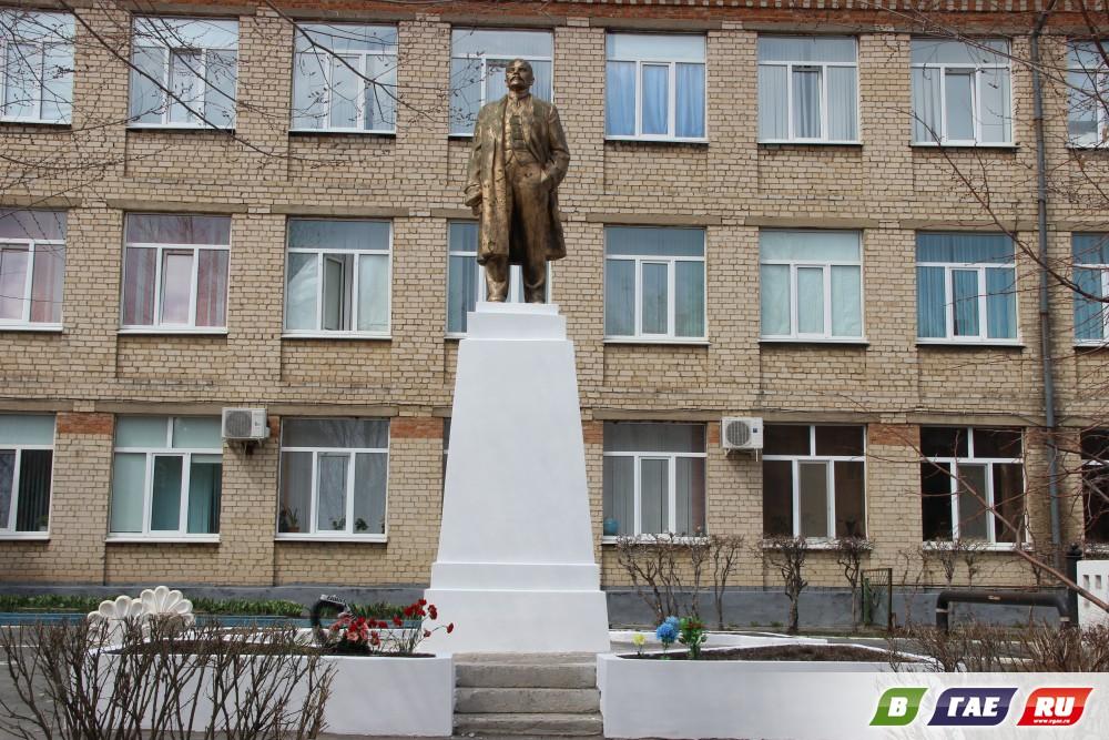 Постамент Ленина экстренно отремонтировали