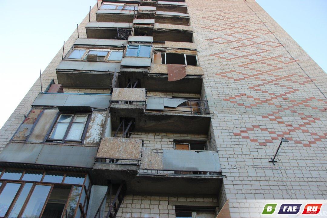 Жильцы девятиэтажки обеспокоены состоянием балконов в торце здания